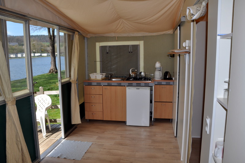 Tente lodge cuisine camping ardenne camping le val de l for Tente cuisine camping