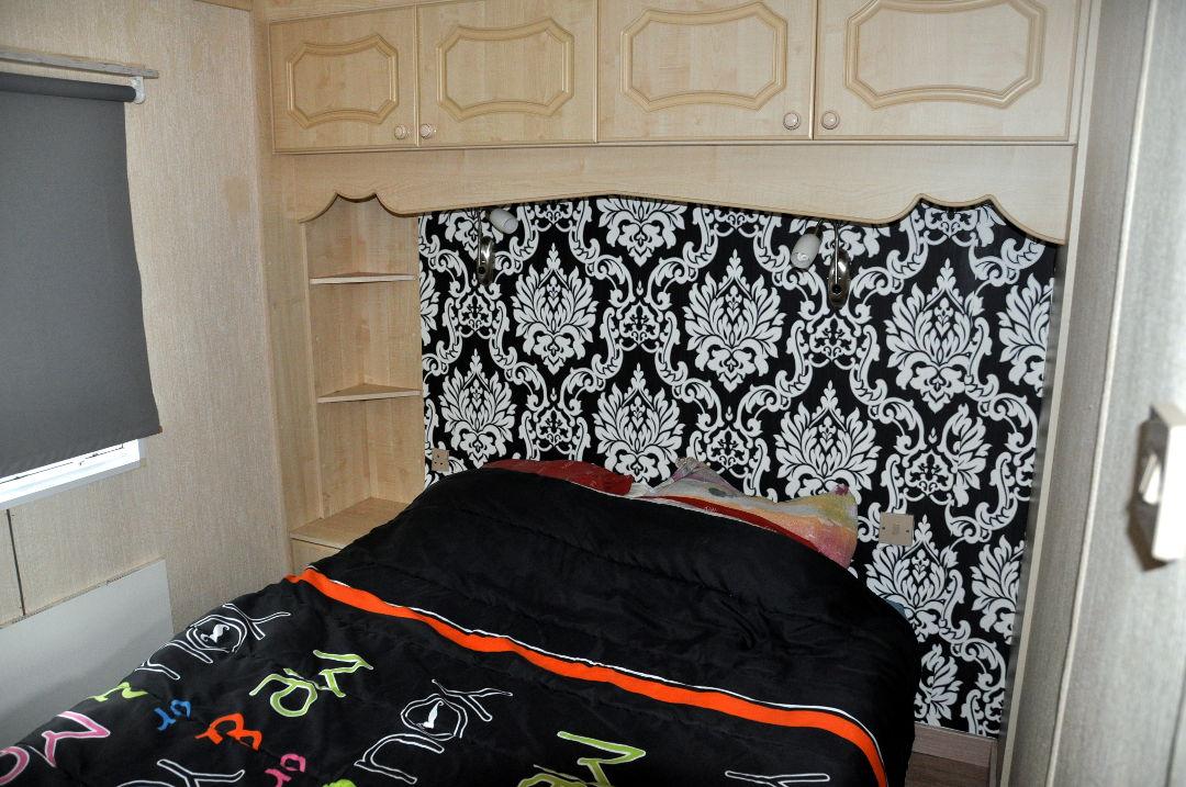 Caravane willerby granada 3 chambres camping le val de l for Caravane chambre