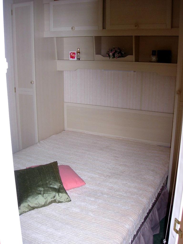 Caravane boston delta camping le val de l 39 aisne for Caravane chambre