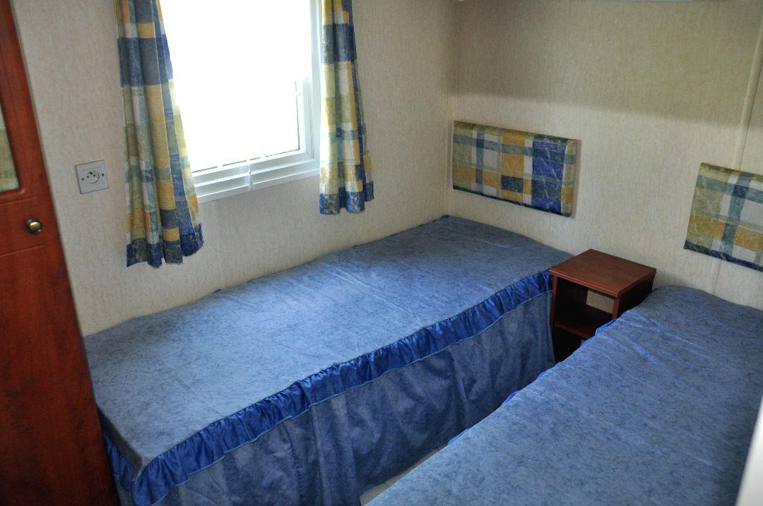 Caravane la royale camping le val de l 39 aisne for Caravane chambre 19