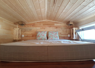 tiny-houses-chambre-lit-double-glamping-ardenne-belge