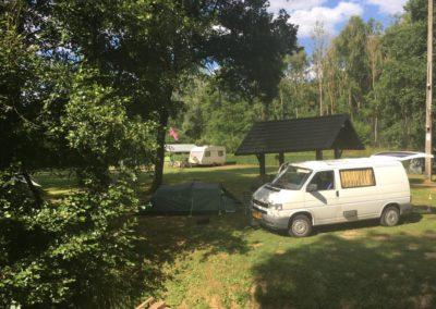 camping-car-au-bord-de-l-eau