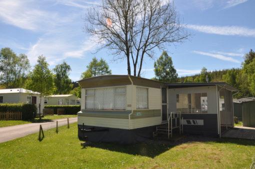 Caravane à vendre avec auvent dans camping dans les Ardennes belges