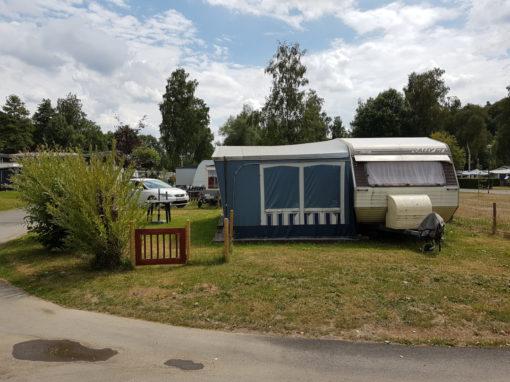 Caravane tractable à vendre sur emplacement de camping en Ardenne