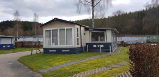Caravane de luxe 2 chambres et auvent à vendre sur emplacement de camping en Ardennes
