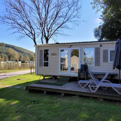 Caravane à vendre au bord de l'eau. Camping Ardenne
